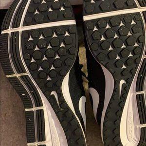 Women's Nike Pegasus 33. Size 8